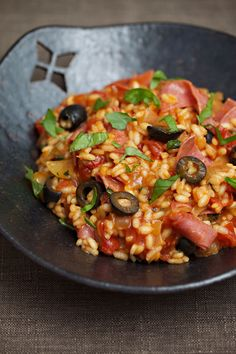 Heat the oil in a large frying pan. Add the onions and fry until they begin to soften. Add the rice and fry until it has absorbed the oil. Add the tomatoes, Kung Pao Chicken, Paella, Family Meals, Free Food, Baking Recipes, Risotto, Dairy Free, Fries, Pork