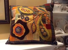 RLS pattern, pillow done by Sandra Duerksen - other colors? Wool Applique Quilts, Wool Applique Patterns, Wool Quilts, Felt Applique, Print Patterns, Fabric Art, Fabric Crafts, Sewing Crafts, Hand Work Embroidery
