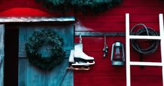 Easy Front Porch Christmas Decoration Ideas | Holidays Christmas On A Budget, Christmas Porch, Homemade Christmas, Christmas Wreaths, Decorating With Christmas Lights, Outdoor Christmas Decorations, Porch Decorating, Christmas Ornament Crafts, Christmas Projects
