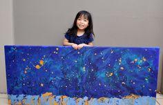5-jarig meisje schildert prachtige sterrenstelsels en haalt hiermee bijna €700 op voor goede doelen