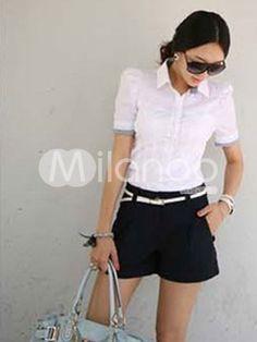 Witte blouse met d blauw bewerkte kraag en pofmouw