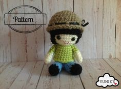 Crochet pattern doll: Girl doll with fisherman hat by Yunies