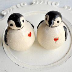 Penguin wedding cake topper >> What fun!