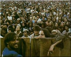 Today is the 42 anniversary of Woodstock. Woodstock was a huge event in 1969 where a bunch of sweaty, dirty hippies gathered together in a field drop acid and play in the mud. Woodstock Hippies, Woodstock Music, Woodstock Festival, Woodstock Performers, Beatles, Woodstock Pictures, Joining The Marines, Hippie Movement, Joe Cocker