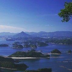 9月19日は九十九島の日です 別名相浦富士と呼ばれる愛宕山を臨む景色がまた素晴らしいですね  佐世保港から北へ25kmに渡って連なる西海国立公園九十九島は複雑に入り組んだリアス式海岸と群島の織りなす美しい景色が有名です  ずっと眺めていても飽きない場所なのでぜひぜひ訪れてみて下さい(o)  tags[長崎県]