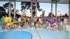 Fantástico 'Torneo de Veteranos' el vivido este pasado sábado en el Colegio Jesuitas http://blog.puntofuerte.es/segundo-torneo-de-veteranos-para-salesianos-en-un-final-igualado/  Salesianos sumó su segunda estrella en un final apretado ante Agustinos. La Selección de Veteranos de Alicante fue homenajeada por su reciente Cto. de España. El Torneo se consolida como un referente del balonmano en Alicante #balonmano #veteranos #Alicante #Salesianos #Agustinos #handball #handballvintage