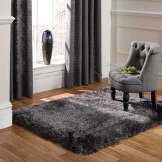 The dark grey pearl is one of the most popular shaggy rugs we sell. Rich and dark in grey colour the pearl is a fantiastic shaggy floor covering. Get this rug now and we will ship to your door at no added cost Grey Shag Rug, Dark Grey Rug, Grey Rugs, Carpet Decor, Diy Carpet, Shag Carpet, Wool Carpet, Green Carpet, Carpet Colors