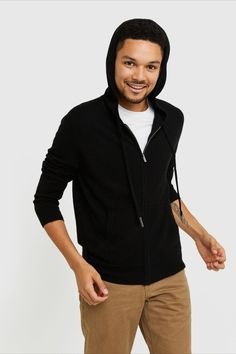 Cashmere – as a classic, full-zip hoodie. Everyone's -to winter , knit in ridiculously soft Grade-A Mongolian cashmere. Elevated enough for layering at work and luxuriously cozy for weekend lounging. Cashmere Sweater Men, Men Sweater, Home Outfit, Just Run, Classic Man, Full Zip Hoodie, Hoodies, Sweatshirts, Black Hoodie