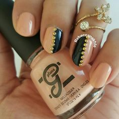 هذه #أظافر اليوم  Nude Studded Nails using Glane #67