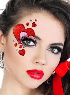 Red and Pink Glittery heart eye design -- could do with face paint Adult Face Painting, Body Painting, Make Up Art, Eye Make Up, Maquillage Halloween, Halloween Makeup, Queen Of Hearts Makeup, Queen Of Hearts Costume, Holiday Makeup