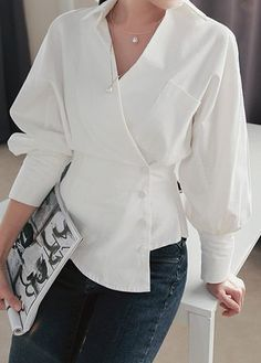 White Long Sleeve Asymmetric Hem Blouse Source by nimblefingerszone Trendy Tops For Women, Blouses For Women, Stylish Tops, Dress Shirts For Women, Blouse Styles, Blouse Designs, Mode Outfits, Fashion Outfits, Fashion Clothes