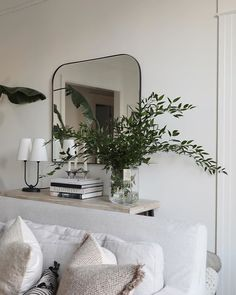 Styling & Collecting Archives — Brunch on Chestnut Up House, House Rooms, Interior Styling, Interior Decorating, Interior Design, Decorating Tips, Sala Vintage, Living Room Decor, Living Spaces