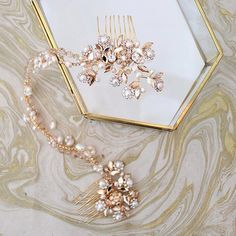 Hello gorgeous! I had so much fun styling today's post on fall #wedding jewelry trends with the gorgeous #couture accessories by @hautebridedesign! Check out all of the sparkle on the blog today! #hwlstyles #hwlpartner
