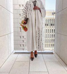 White Abaya, Black Abaya, Abaya Fashion, Fashion Outfits, Abaya Designs, Modest Wear, Woman Illustration, Muslim Women, Fashion Details