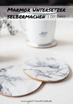 DIY Marmor Untersetzer aus den Ikea Kork Untersetzern AVSKILD als Dekoration selbermachen. DIY Anleitung und Tipps auf Yeah Handmade..