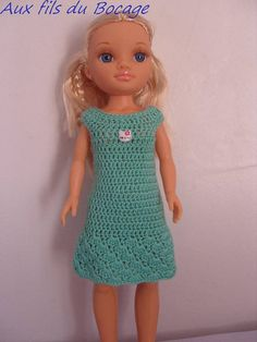 This dress is made with wool crochet Mint green closed in the back with a button. Crochet Dress Girl, Crochet Barbie Clothes, Crochet Dolls, Doll Clothes Patterns, Clothing Patterns, Plaid Crochet, American Girl Crochet, Nancy Doll, Diy Crafts Crochet