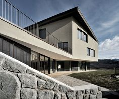 kofler-neumair house by modus architects overlooks south-tyrol, italy