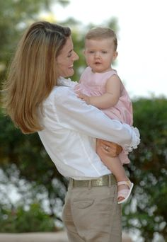 Pin for Later: Get to Know Spain's Queen Letizia  She glowed during a portrait session with her daughter, Princess Leonor, in August 2006.