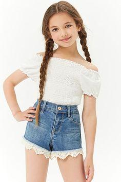 Outfits for preteens Girls Crochet Trim Denim Shorts (Kids) Mädchen Crochet Trim Denim Shorts (Kinder) Cute Girl Outfits, Kids Outfits Girls, Teenager Outfits, Cute Casual Outfits, Cute Outfits For Kids, Young Girl Fashion, Preteen Girls Fashion, Girls Fashion Clothes, Tween Clothes For Girls