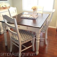 A DIY kitchen table makeover.Kitchen table, chalkboard paint color top and chevron pads. Kitchen Chair Cushions, Kitchen Table Chairs, Kitchen Table Makeover, Diy Kitchen, Table And Chairs, Kitchen Design, Seat Cushions, Dining Room, Table Legs