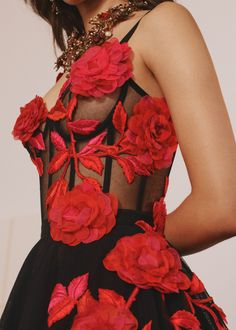 Inspired by the climbing roses at Kew Gardens, pressed dried flowers and the documentation of plants in herbaria, these wild, lust red and… Gypsy Fashion, Floral Fashion, Look Fashion, Fashion Details, Couture Fashion, High Fashion, Fashion Show, Fashion Dresses, Fashion Design