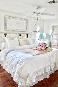 Perfect French Shabby Chic Interior Design – Shabby Chic Home Interiors Cama Shabby Chic, Shabby Chic Mode, Shabby Chic Farmhouse, Shabby Chic Interiors, Shabby Chic Kitchen, Shabby Chic Cottage, Shabby Chic Style, Shabby Chic Furniture, Shabby Chic Decor