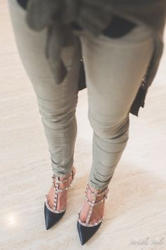 valentino rockstuds Valentino Rockstud, Colored Jeans, Ballet Flats, Riding Boots, Fashion Jewelry, Footwear, Colour, Shoe Bag, Sandals