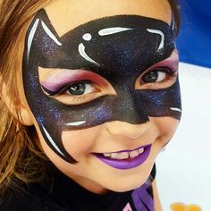 Nice with black and purple glitter Face Painting Tips, Girl Face Painting, Face Painting Tutorials, Mask Painting, Face Painting Designs, Body Painting, Batgirl Face Paint, Batgirl Makeup, Superhero Face Painting