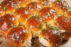 Italienische Knobibrötchen mit Kräutern #Grillbrötchen #Knobibrötchen #Kartoffelteig - Speedelicious Thai Chili, Kraut, Bagel, Bread, Recipes, Food, Gourmet Food Store, Dough Bowl, Crickets