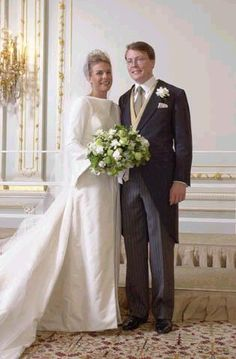 Prncess Laurentien et Prince Constantijn of the Netherlands thinkz itz fab marry several timez without like divorce saves lotta dough divorces kinda costly aint they? Famous Wedding Dresses, Royal Wedding Gowns, Royal Weddings, Dutch Princess, Royal Marriage, Royal Christmas, Casa Real, Royal Brides, Royal House