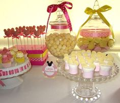 Love the pink/white polka dots/yellow! Pink marshmallow dipped with white chocolate and mini discs.