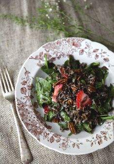 Wild Rice Salad with Strawberries Healthy Salad Recipes, Whole Food Recipes, Healthy Meals, Healthy Life, Vegan Recipes, A Food, Food And Drink, Wild Rice Salad, Lean Cuisine