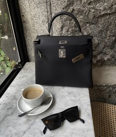 All Nike Shoes, Hermes Kelly Bag, Vetement Fashion, Morning Inspiration, Luxury Bags, Business Women, Fashion Bags, Designer, Bag Accessories