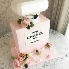 The only cake I want (Bottle Cake) Pretty Cakes, Cute Cakes, Beautiful Cakes, Amazing Cakes, Chanel Torte, Coco Chanel Cake, Chanel Cupcakes, Bolo Channel, Channel Cake