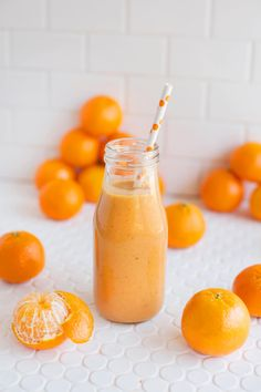 Mandarin morning smoothie (naturally sweet + healthy!)