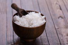 Le nigari, ou chlorure de magnésium stimule les défenses immunitaires, prend soin de la peau et nourrit les plantes. Mais pas que. Bio à la Une fait le point sur dix usages quotidiens du nigari.