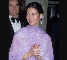 Queen Of Sweden, Swedish Royalty, Queen Silvia, Royal Queen, Casa Real, Purple Reign, Royal Families, Princess Diana, Christmas Sweaters