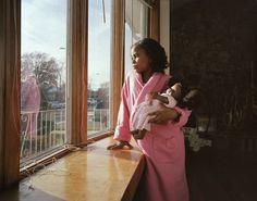 Série fotográfica retrata meninas e suas bonecas quase gêmeas