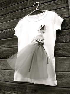 DIY Vintage Barbie Tee Shirt from Trash to Couture here. Ink jet print the image onto tee shirt transfer paper and then add the elements like tulle and ribbon. Trash To Couture, Diy Clothing, Sewing Clothes, Clothes Refashion, Vintage Barbie, Diy Fashion, Fashion Outfits, Fashion Design, Fashion Clothes