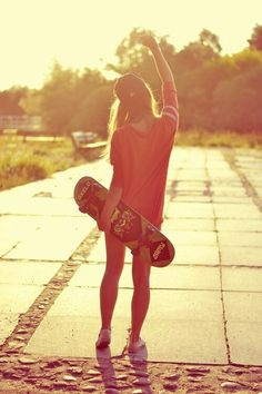 I want this to be me sumday, wanna skateboard/ longboard Moda Skate, Photo Star, Hippie Man, Skate Girl, Hipster, Skate Style, Skateboard Girl, Skateboard Pictures, Longboarding
