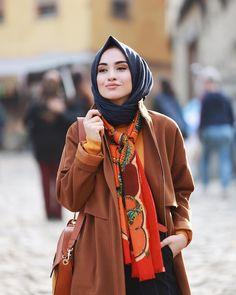 hijab jeans jeans Likes 42 Comments Rabia Sena Sever (you Modern Hijab Fashion, Abaya Fashion, Muslim Fashion, Modest Fashion, Hijab Style, Hijab Chic, Ways To Wear A Scarf, How To Wear Scarves, Muslim Girls