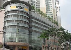 E-mart Cheonggyecheon, Seoul. Conveniently located just a 10-minute walk from Dongmyo Station (Subway Lines 1 & 6), Sinseoldong Station (Subway Lines 1 & 2) and Sindang Station, E-mart Cheonggyecheon has 3 floors of very wide shopping space.