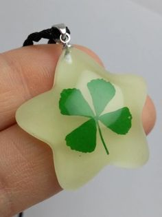 Real-4-Leaf-Clover-in-Resin-Star-Pendant-for-Necklace-Glow-in-the-Dark