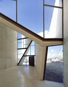 Geometric openings. Concrete and glass