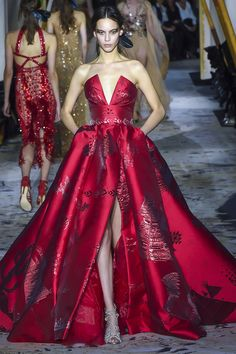 "the-fashion-dish: ""Zuhair Murad Spring 2018 Couture "" Haute Couture Gowns, Couture Dresses, Couture Fashion, Fashion Dresses, Beautiful Gowns, Beautiful Outfits, Dream Dress, Pretty Dresses, Designer Dresses"
