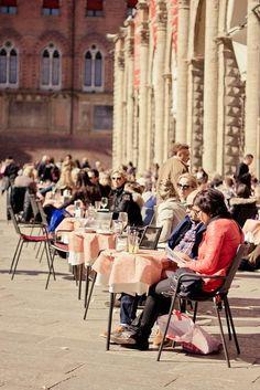 plaza maggiore, bologna, italy