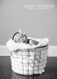 The most beautiful neweborn photo session!  dalyandsalterphoto.com