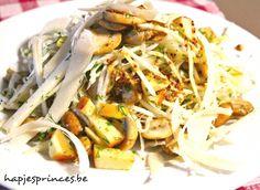 Parmezaanse kaas knolselder,  bleekselder, appel,  2 citroenen,  1 bakje paddestoelen, platte peterseliel dille walnoten, Voor de vinaigrette graanmosterd honing witte wijnazijn olijfolie    peper & zout