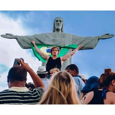 "201.6k Likes, 3,088 Comments - Logan Paul (@loganpaul) on Instagram: ""TE AMO BRAZIL!"""