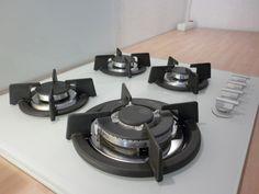 ###VENDU### Prix 100€ - Table de cuisson gaz HUDSON HTC 611 VB (prix d'achat 170€) - 4 foyers - Flamme Pilote avec Thermocouple de sécurité sur chaque foyer - Allumage électronique « 1 main » - Dimension 60cm
